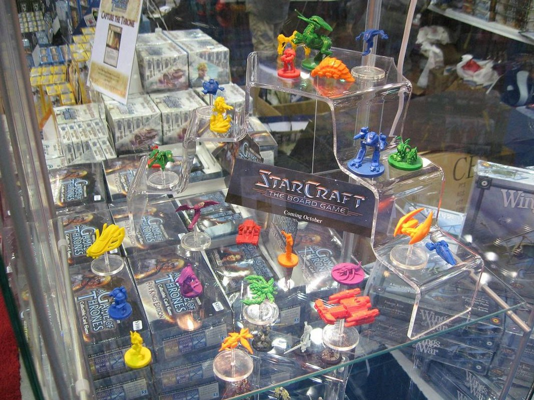 StarCraft: The Board Game gameplay