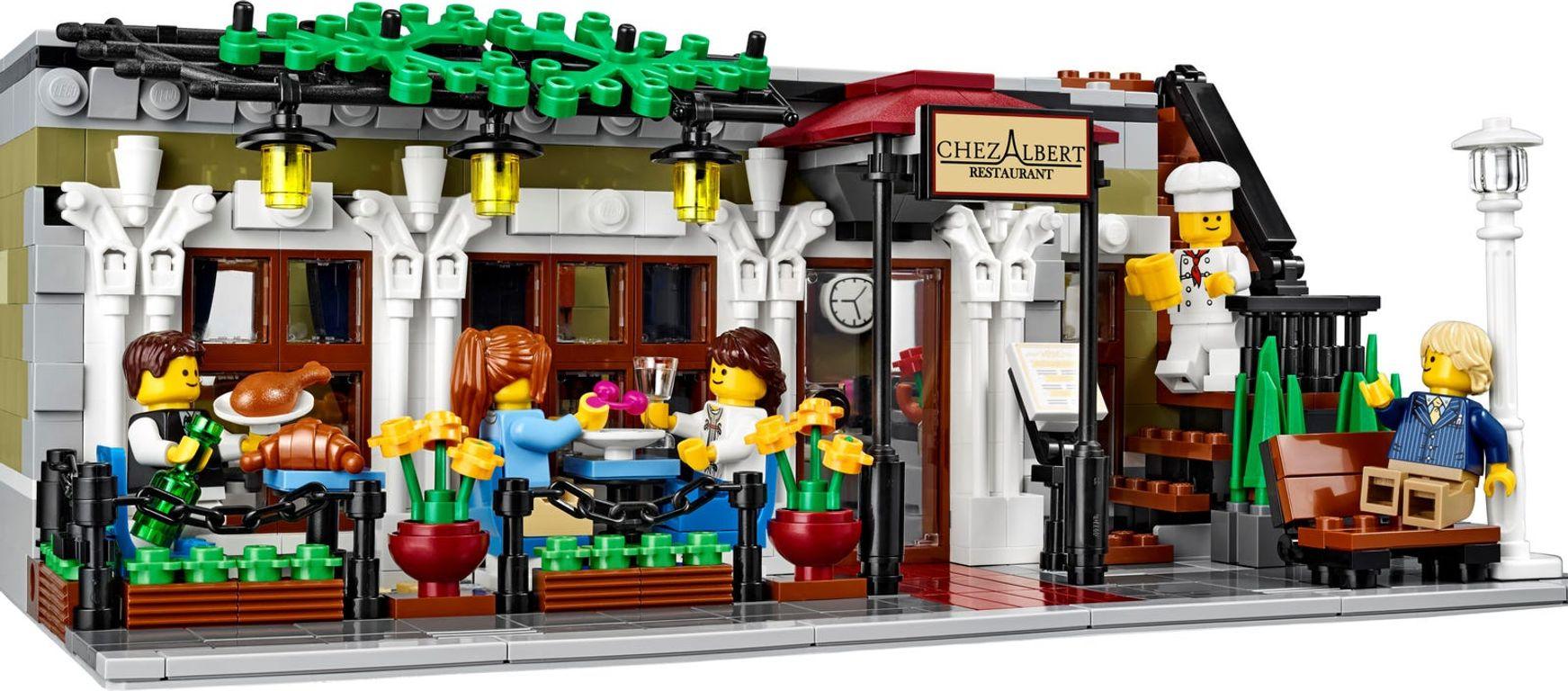 LEGO® Creator Expert Parisian Restaurant gameplay