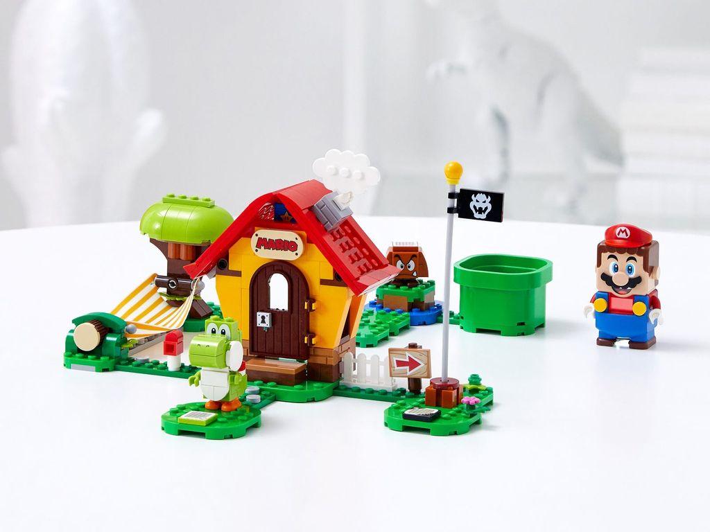 Mario's House & Yoshi Expansion Set components