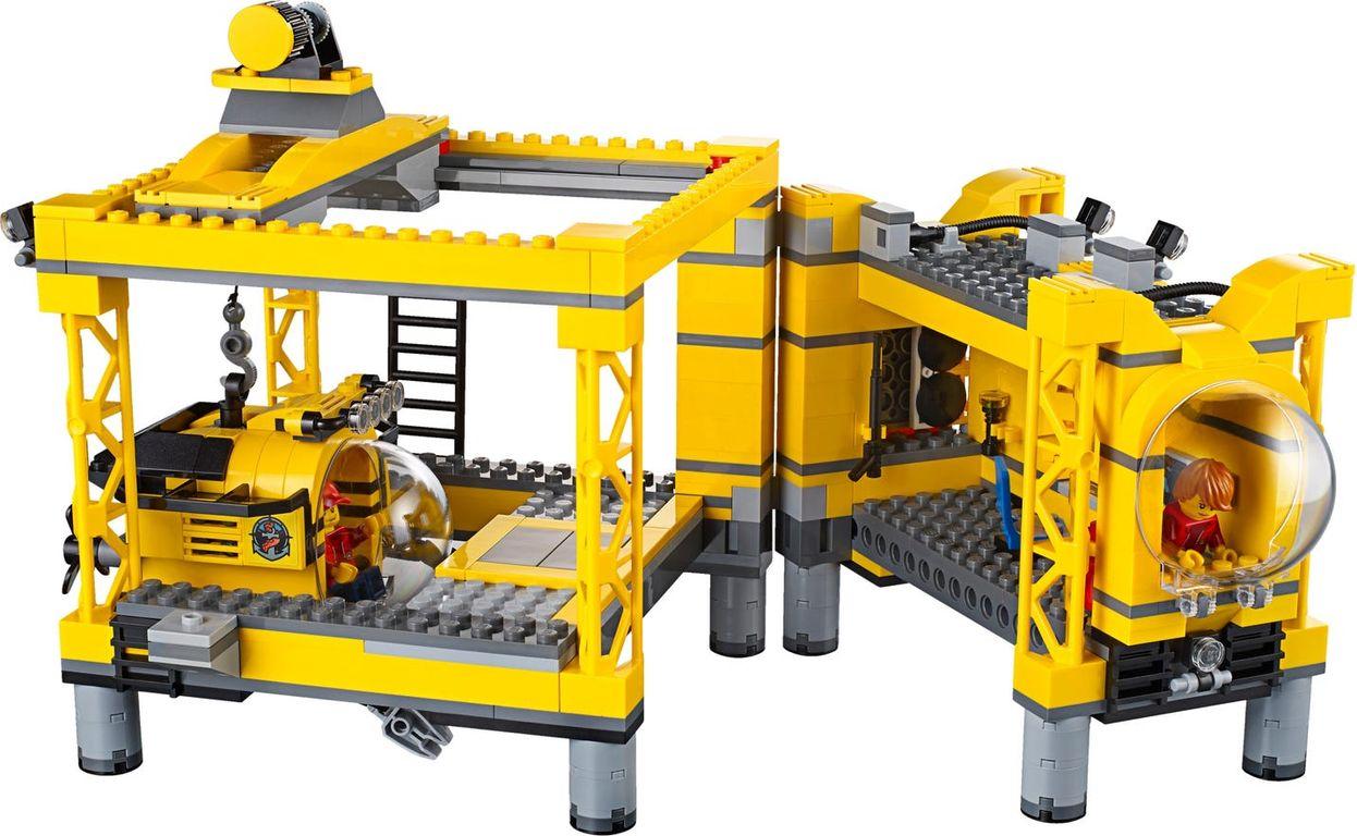 LEGO® City Deep Sea Operation Base components