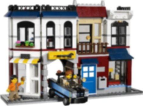 LEGO® Creator Bike Shop & Café gameplay