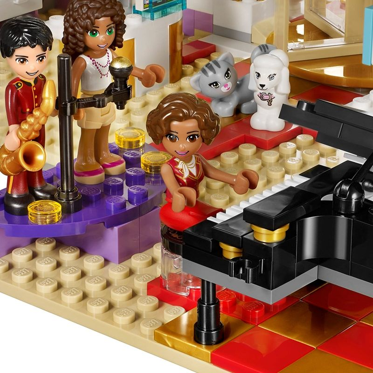 LEGO® Friends Heartlake Grand Hotel gameplay