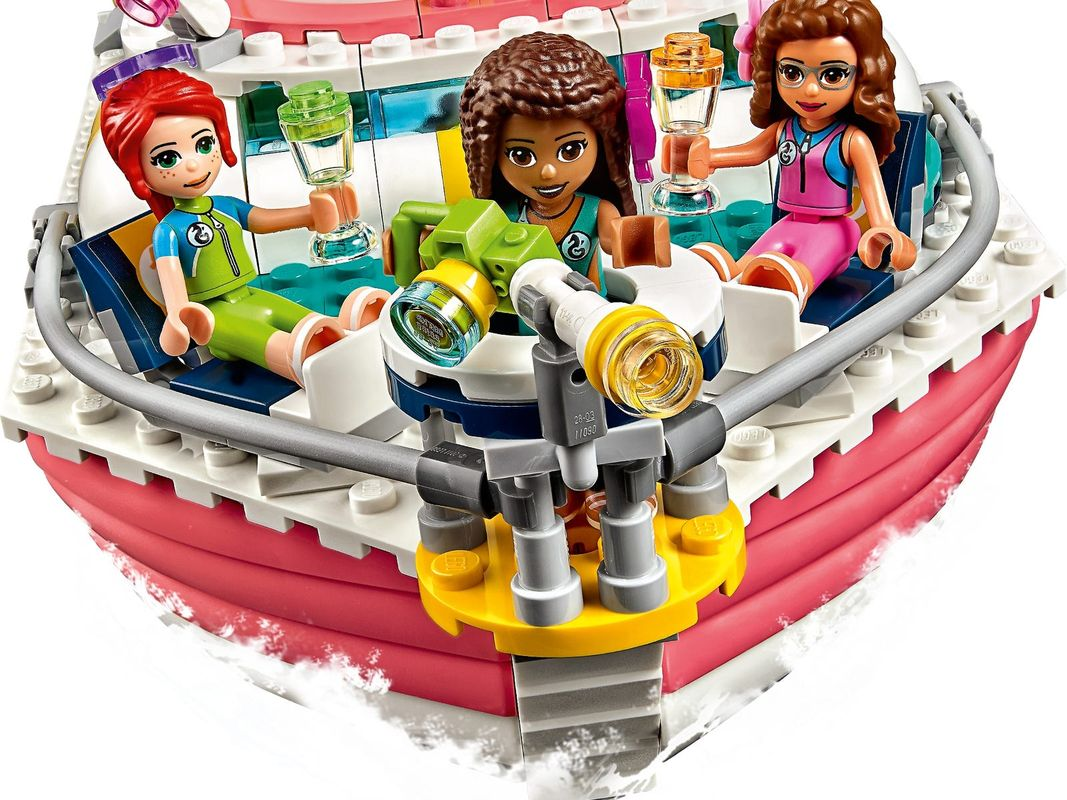 Rescue Mission Boat minifigures