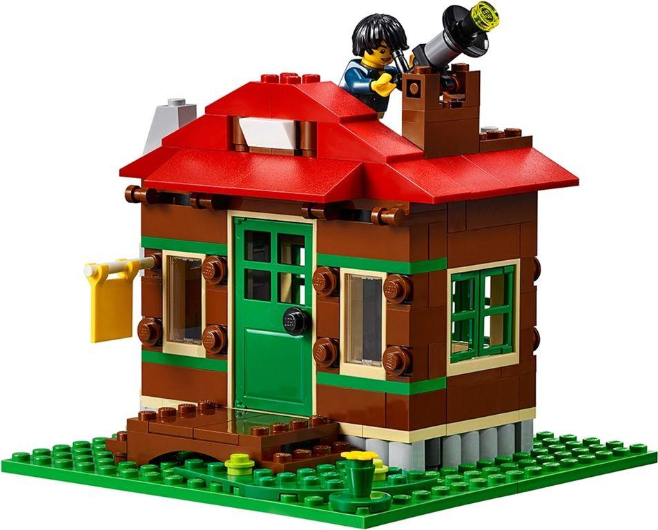 LEGO® Creator Lakeside Lodge building