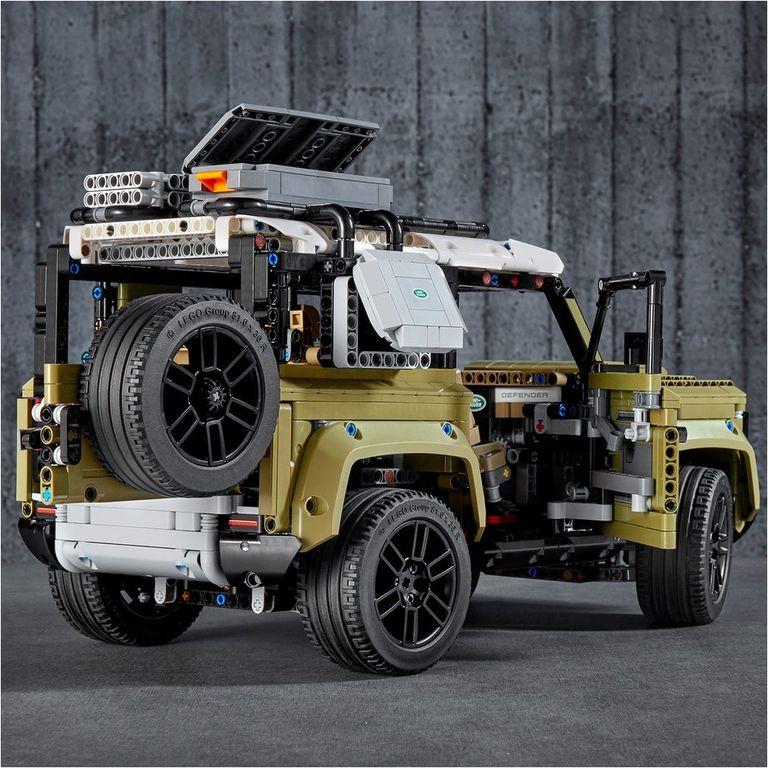 LEGO® Technic Land Rover Defender back side