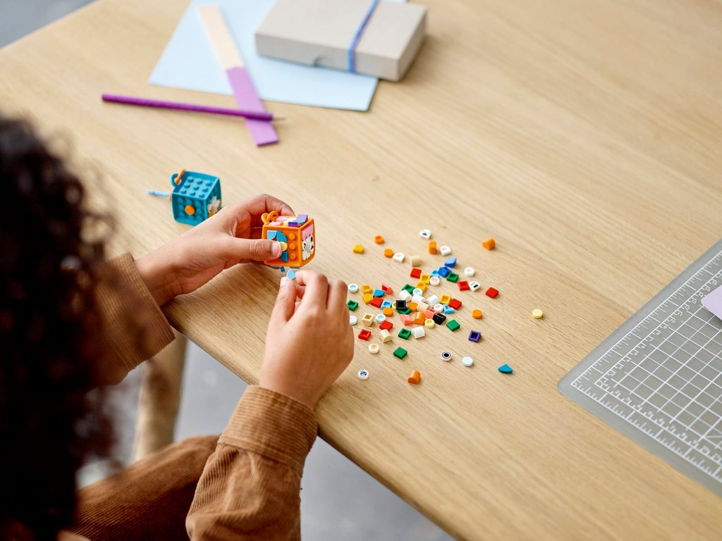LEGO® DOTS Extra DOTS - Series 4 gameplay