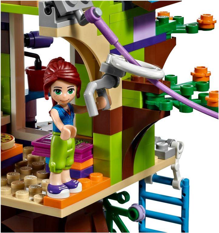 Mia's Tree House minifigures