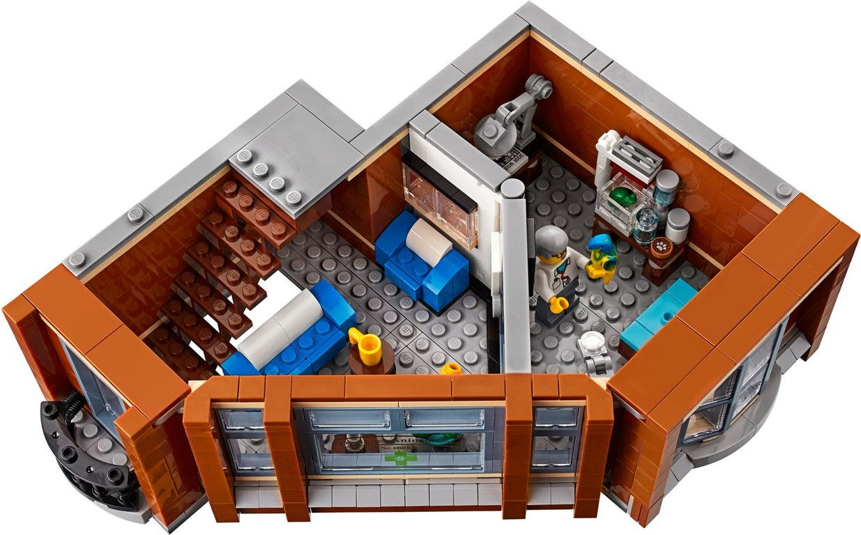 LEGO® Creator Expert Corner Garage interior