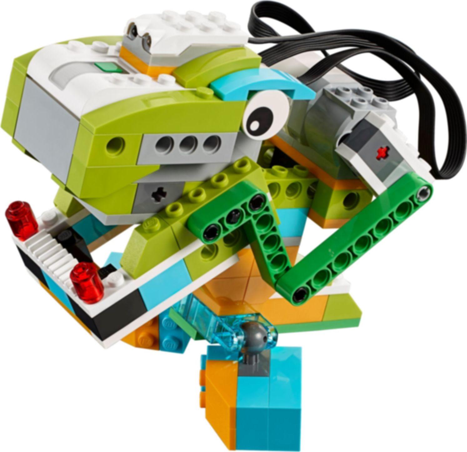 WeDo 2.0 Core Set components