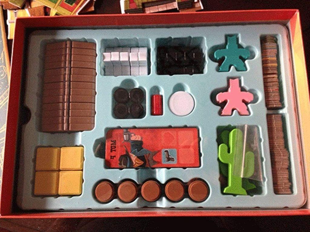 Flick 'em Up! Plastic version components