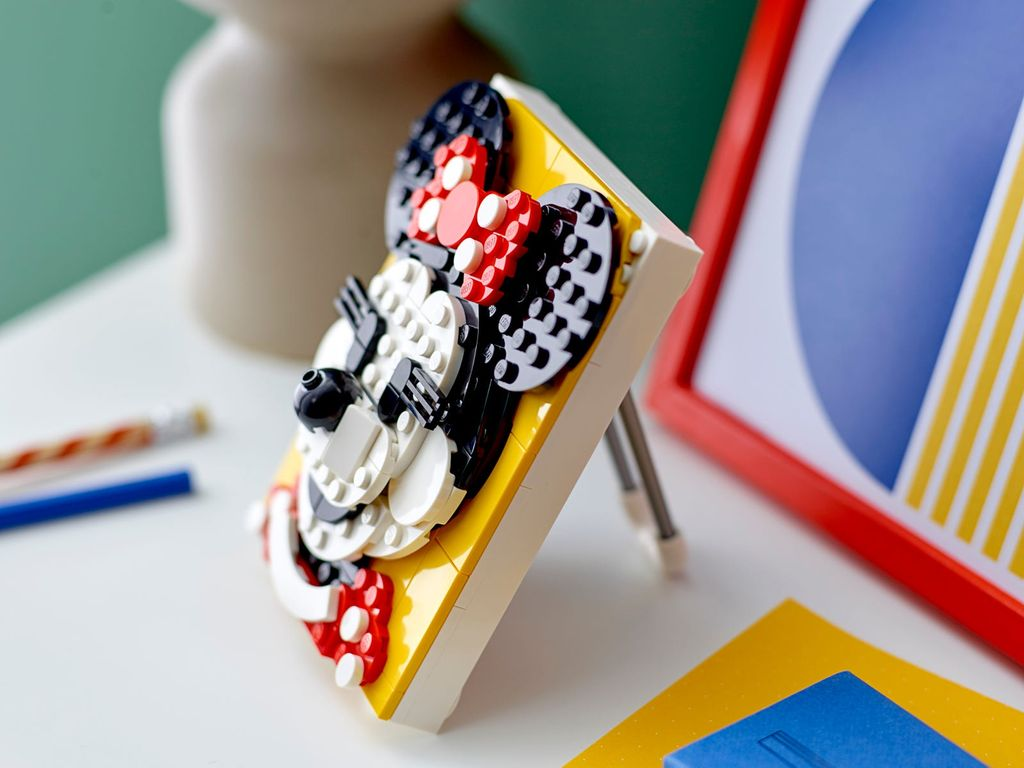 LEGO® Brick Sketches™ Minnie Mouse components