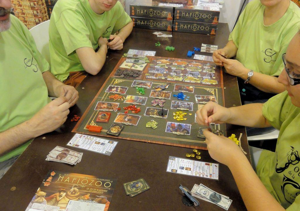 Mafiozoo gameplay