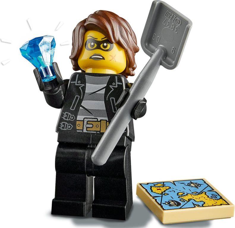 LEGO® City Police Boat Transport minifigures