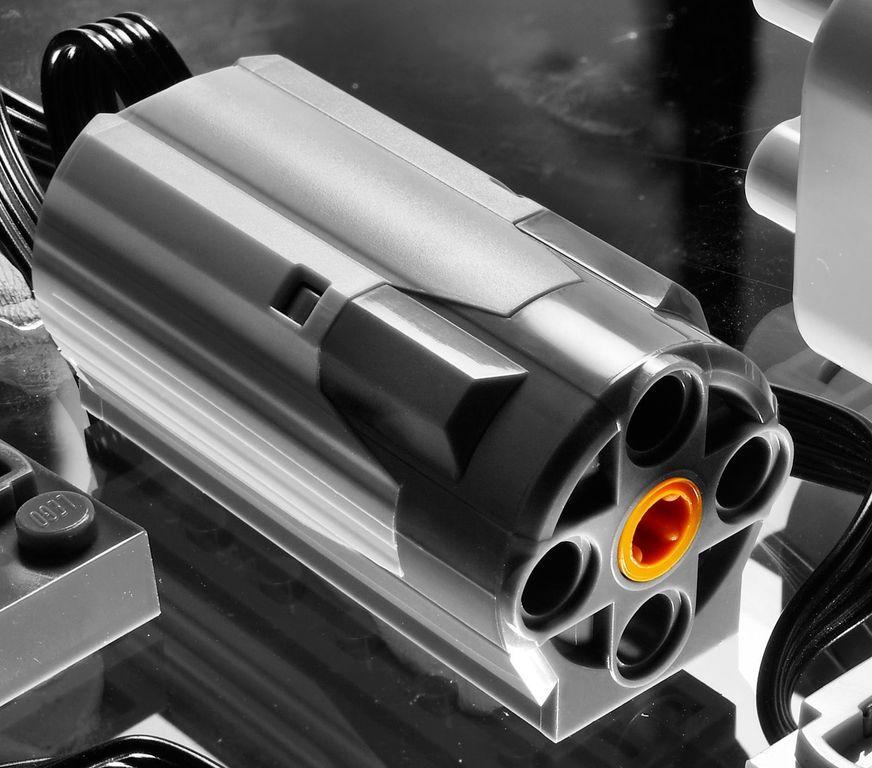 LEGO® Technic LEGO® Power Functions Motor Set components