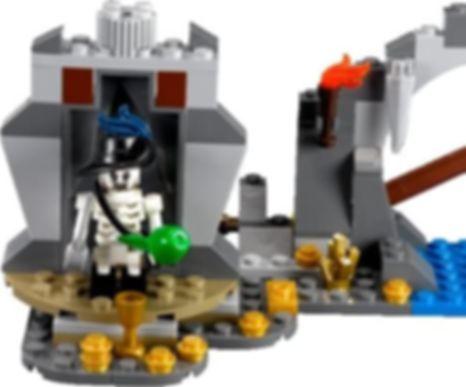 LEGO® Pirates of the Caribbean Isla De Muerta components