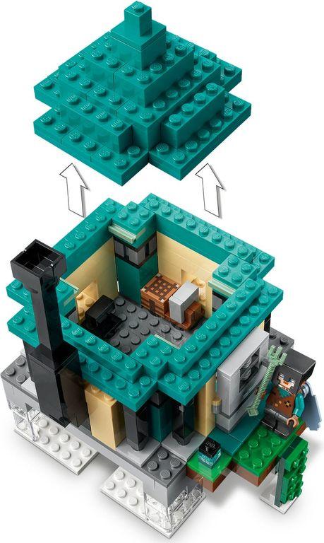 LEGO® Minecraft The Sky Tower interior