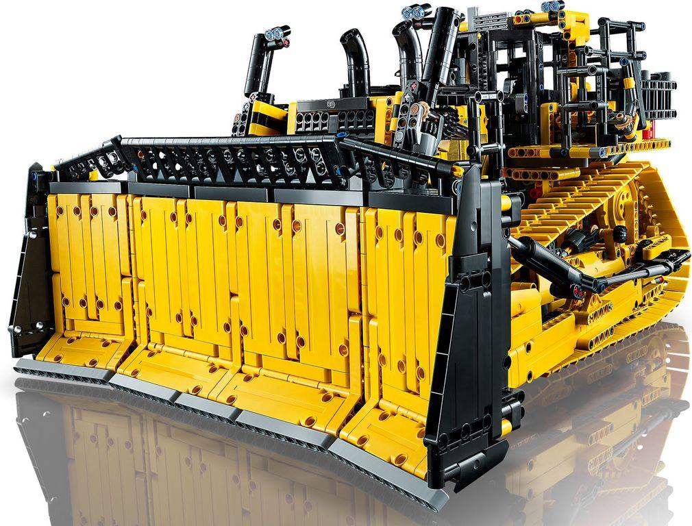 LEGO® Technic App-Controlled Cat® D11 Bulldozer components