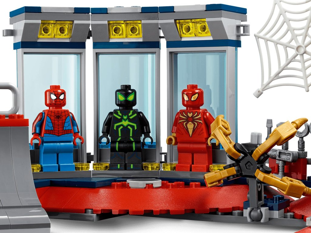 LEGO® Marvel Attack on the Spider Lair minifigures