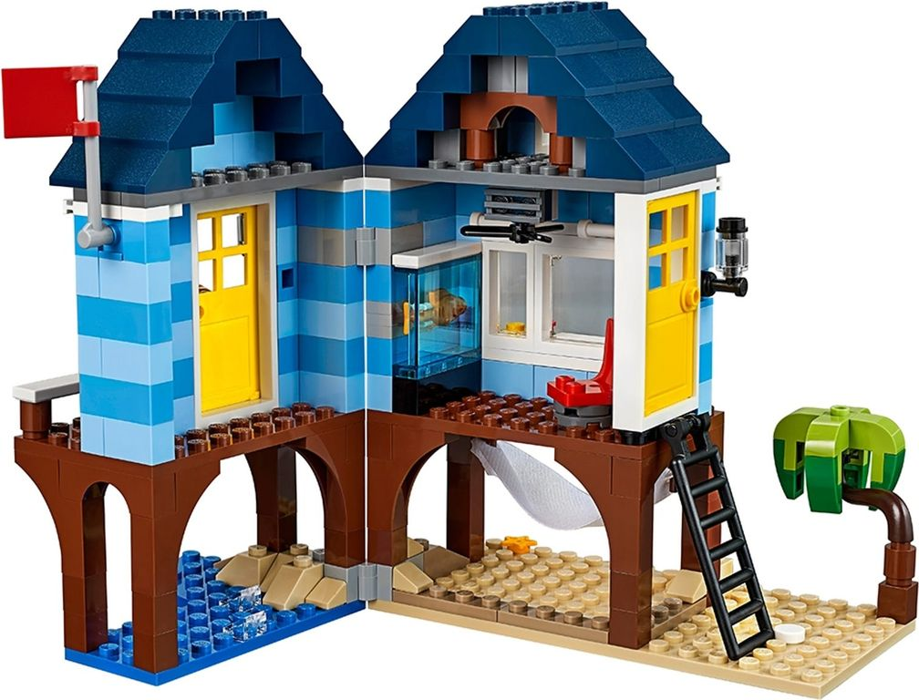LEGO® Creator Beachside Vacation interior