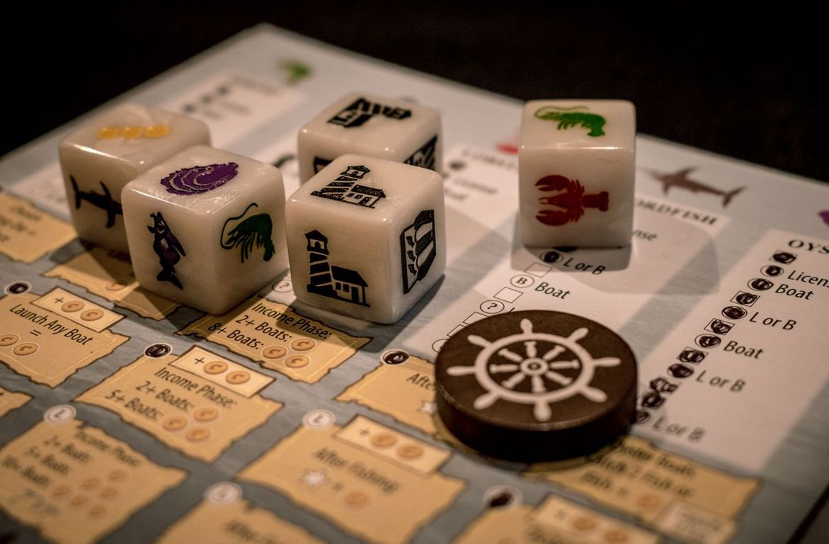 Fleet: The Dice Game components