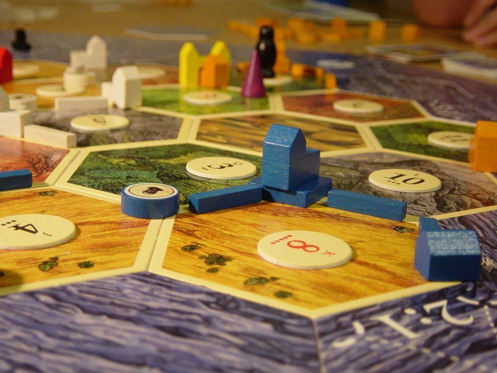 Catan: Cities & Knights gameplay