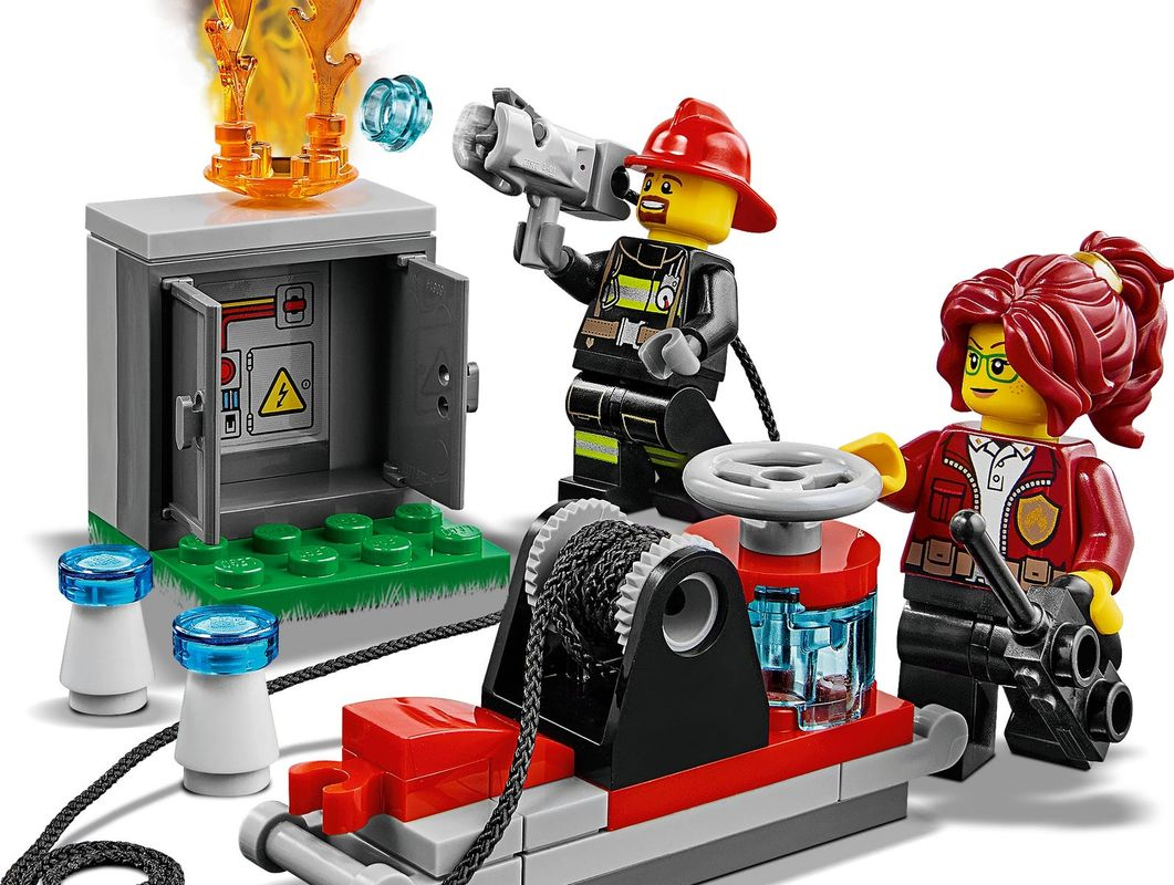 Fire Chief Response Truck minifigures