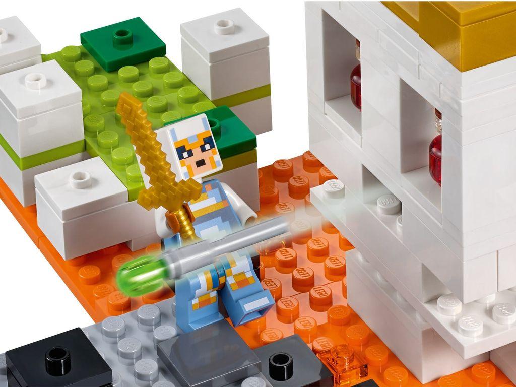 LEGO® Minecraft The Skull Arena minifigures