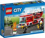 Feuerwehrfahrzeug mit fahrbarer Leiter