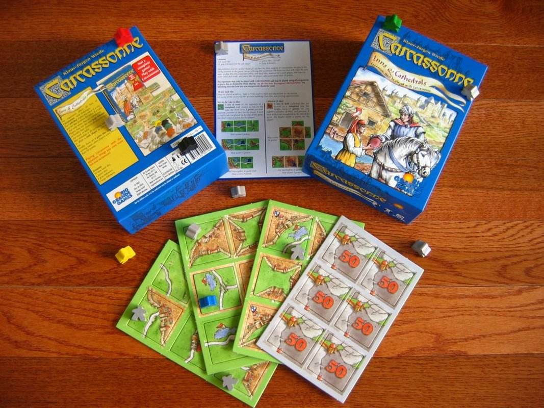 Carcassonne: Inns and Cathedrals components