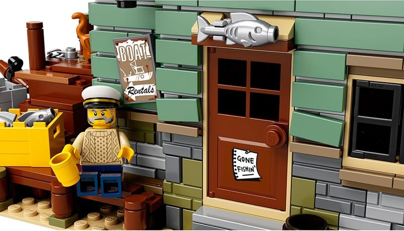 LEGO® Ideas Old Fishing Store gameplay