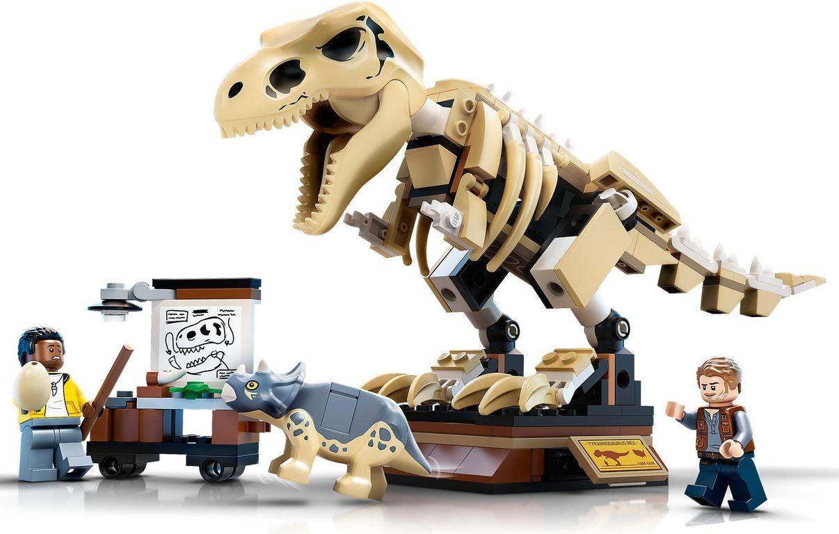 LEGO® Jurassic World T. rex Dinosaur Fossil Exhibition gameplay