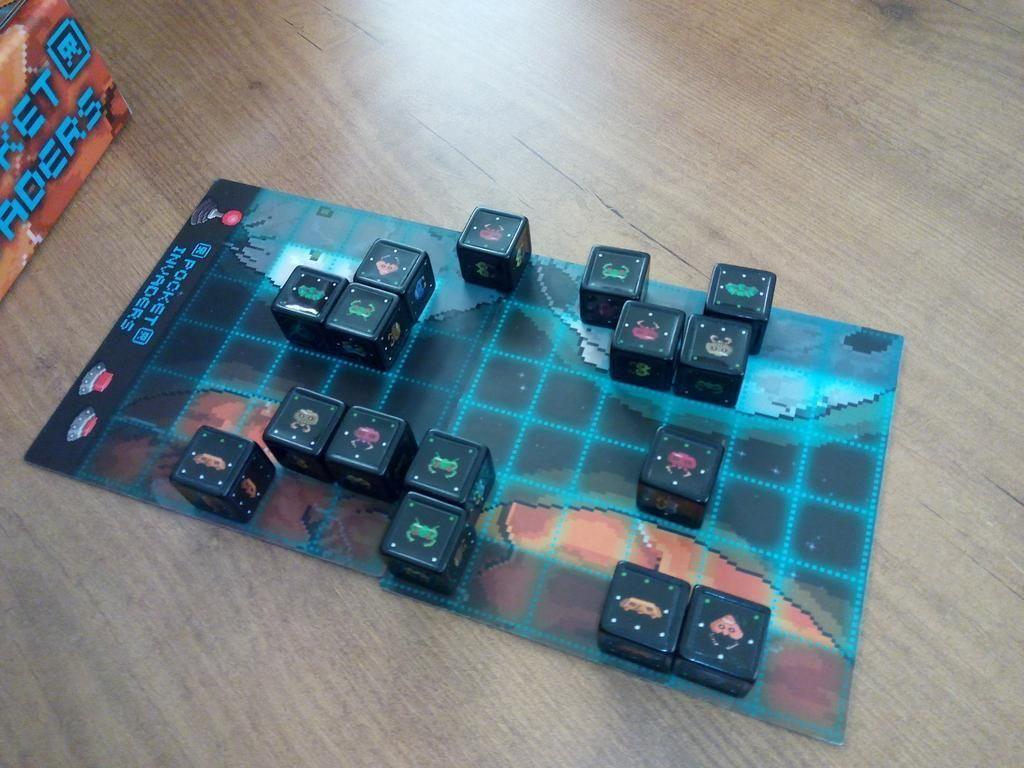 Pocket Invaders gameplay