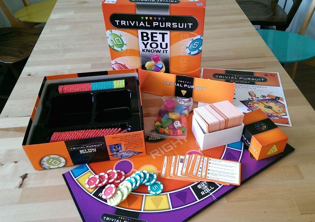 Trivial Pursuit: Bet You Know It components