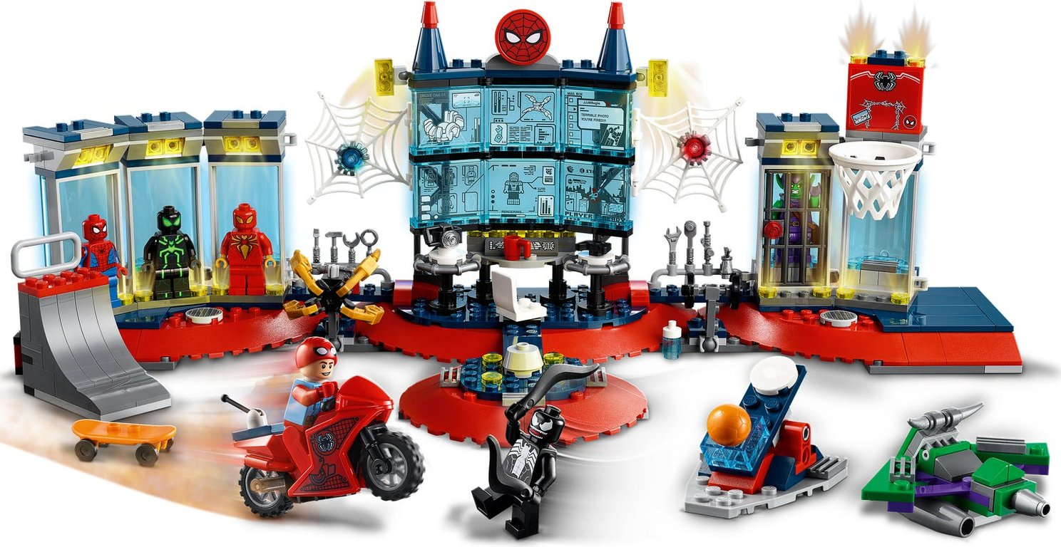 LEGO® Marvel Attack on the Spider Lair gameplay