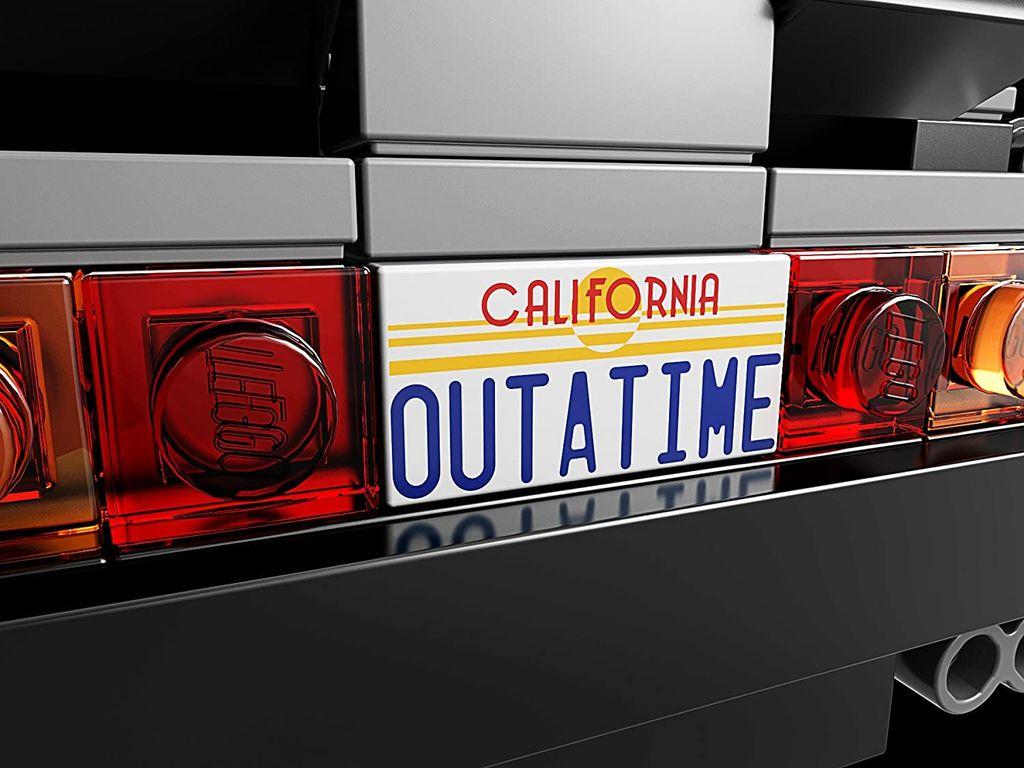 LEGO® Ideas The DeLorean Time Machine back side