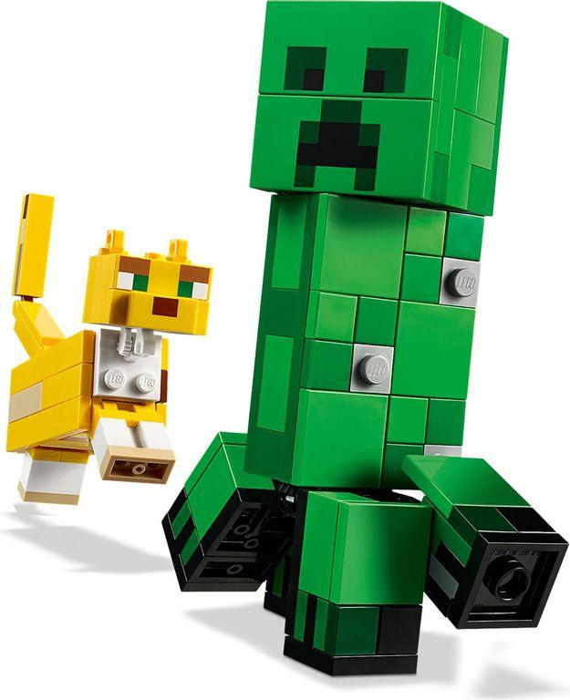 LEGO® Minecraft BigFig Creeper™ and Ocelot gameplay