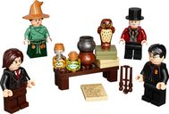 LEGO® Harry Potter™ Wizarding World Minifigure Accessory Set components
