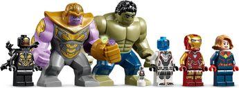 Avengers Compound Battle minifigures